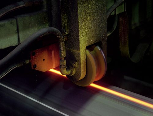 Induction heating system for normalize weld seams